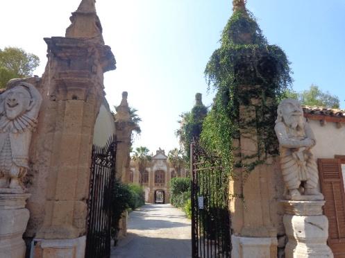Entrance Villa dei Mostri.JPG
